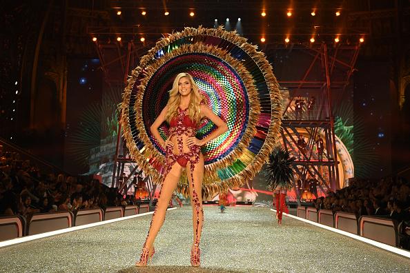 Victoria's Secret「2016 Victoria's Secret Fashion Show in Paris - Show」:写真・画像(8)[壁紙.com]