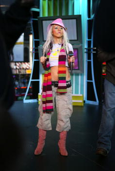 Pink Shoe「Spankin' New Music Week on TRL: Christina Aguilera & Sum 41」:写真・画像(4)[壁紙.com]