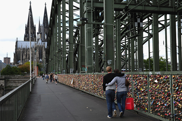 Bridge - Built Structure「Thousands Of Love Locks Hang At Cologne Bridge」:写真・画像(14)[壁紙.com]