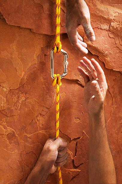 Climbing Up a Red Rock:スマホ壁紙(壁紙.com)