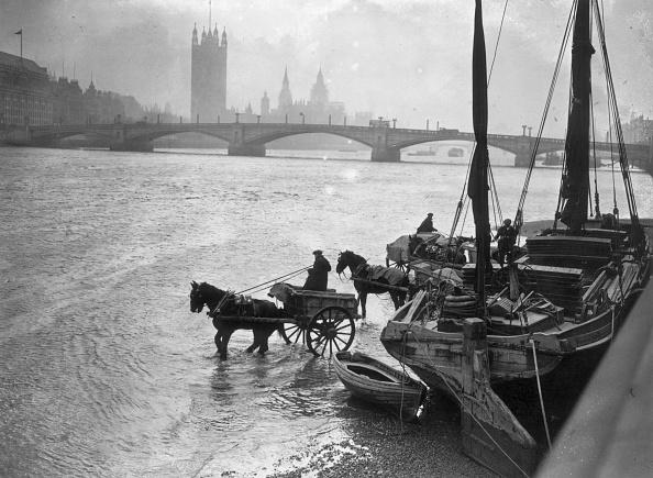 Barge「Thames Traffic」:写真・画像(3)[壁紙.com]