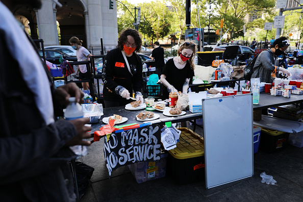Town Hall「Protestors Encampment At NYC's City Hall Park Grows Ahead Of Budget Announcement」:写真・画像(12)[壁紙.com]