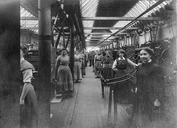 Females「Factory Workers」:写真・画像(15)[壁紙.com]