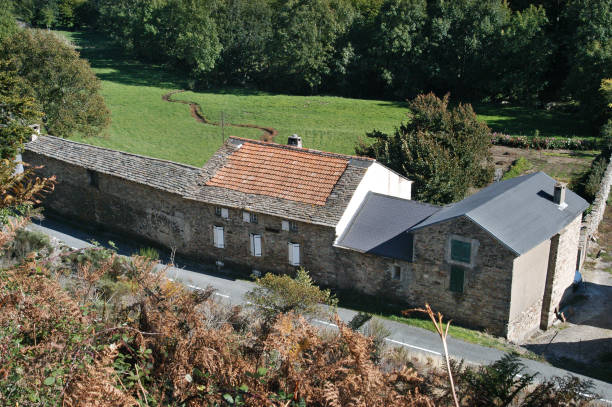 Farmhouse, St Pons, Languedoc, France, elevated view:ニュース(壁紙.com)