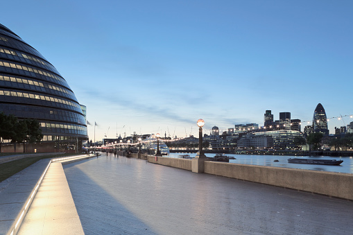 Sir Norman Foster Building「The South Bank with view of City Hall, Thames River and Swiss Re Building, London, England, UK.」:スマホ壁紙(8)