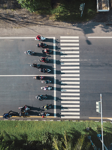 Passenger「Indonesia, Bali, Sanur, Aerial view of motorbikes waiting at zebra crossing on the road」:スマホ壁紙(11)