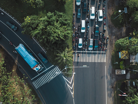 Motorcycle「Indonesia, Bali, Sanur, Aerial view of cars, motorbikes and a truck on the road」:スマホ壁紙(5)