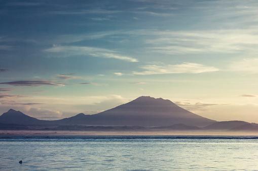 Mt Agung「Indonesia, Bali, Gunung Agung in morning haze」:スマホ壁紙(5)