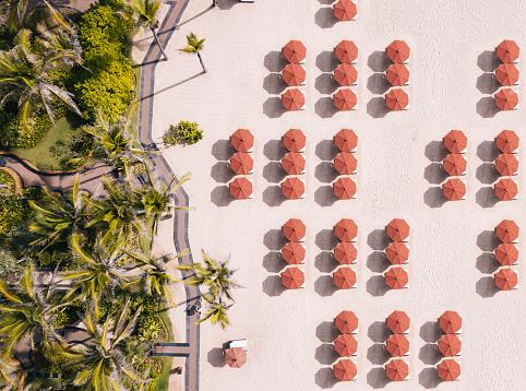 Footbridge「Indonesia, Bali, Aerial view of umbrellas and palms on beach」:スマホ壁紙(12)