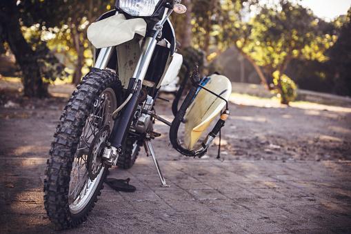 Motorcycle「Indonesia, Bali, motorbike with surfboard」:スマホ壁紙(8)