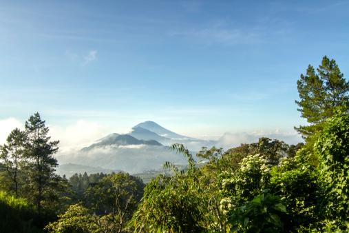 Mt Agung「Indonesia, Bali, View of Mt Agung and Mt Batur」:スマホ壁紙(13)