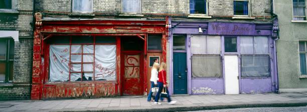 Derelict shop fronts Clapham Common Rectory Grove, London, United Kingdom:ニュース(壁紙.com)