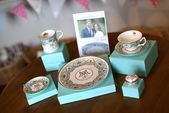 Crockery「The Making Of Commemorative Royal Wedding Crockery」:写真・画像(2)[壁紙.com]