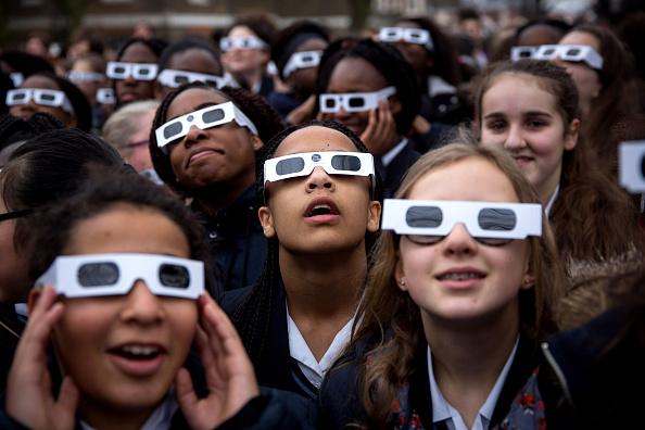 Solar Eclipse「Rare Partial Solar Eclipse Is Viewed Around The UK」:写真・画像(3)[壁紙.com]