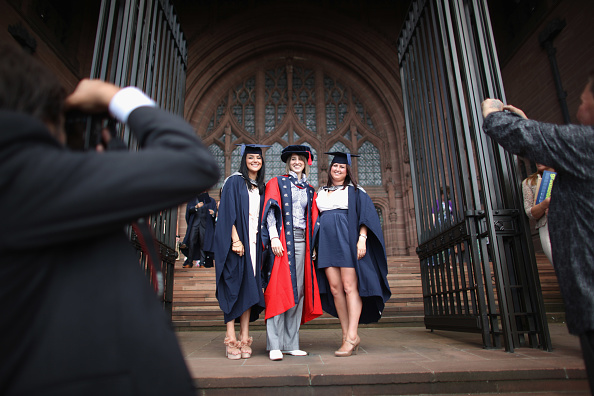 Congregation「Students From Liverpool's John Moore University Receive Their Degrees」:写真・画像(12)[壁紙.com]