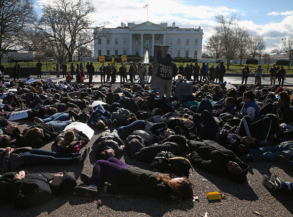 Pennsylvania「Protesters Demonstrate Over Recent Grand Jury Decisions In Front Of White House」:写真・画像(10)[壁紙.com]