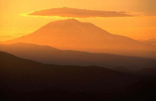 アダムス山「Mt Adams at sunrise, Low angle view, Mt St Helens NVM, United States of America」:スマホ壁紙(16)