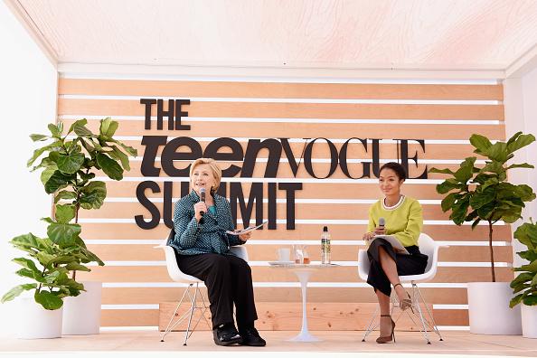 Two People「The Teen Vogue Summit LA: Keynote Conversation with Hillary Rodham Clinton and Actress Yara Shahidi」:写真・画像(17)[壁紙.com]