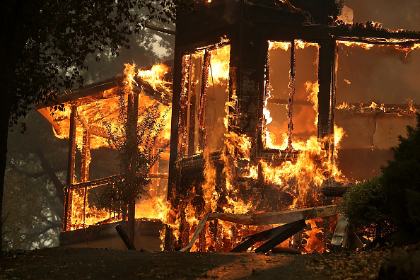 California「Multiple Wildfires Destroy Homes, Threaten California Wine Country」:写真・画像(11)[壁紙.com]