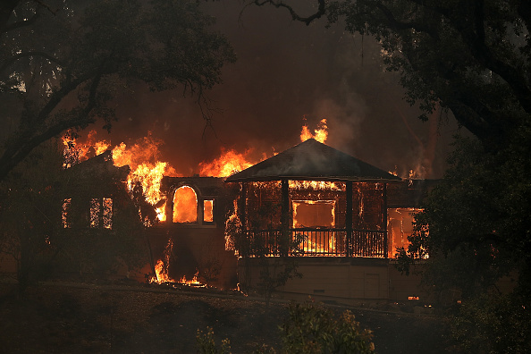 カリフォルニア州「Multiple Wildfires Destroy Homes, Threaten California Wine Country」:写真・画像(12)[壁紙.com]