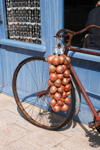 Brittany - France「Old bike and string of Breton onions in Roscoff」:スマホ壁紙(19)