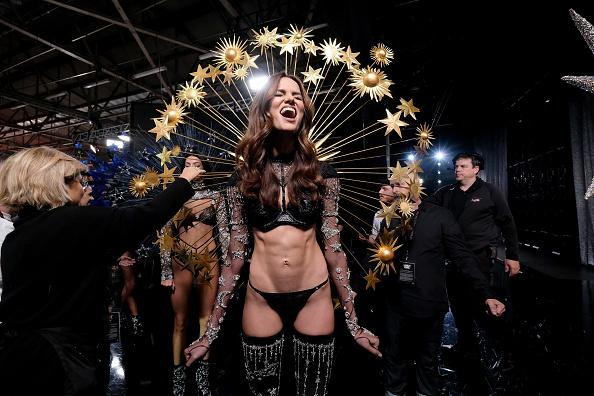 Victoria's Secret「2018 Victoria's Secret Fashion Show in New York - Backstage」:写真・画像(3)[壁紙.com]