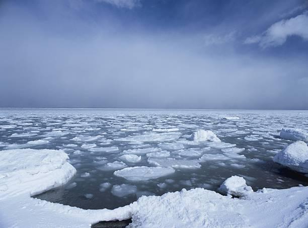 Drift Ice and the Sea in Hokkaido, Japan:スマホ壁紙(壁紙.com)
