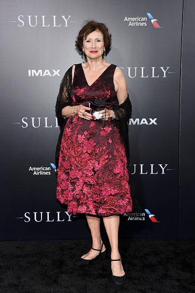 "Lace Dress「""Sully"" New York Premiere」:写真・画像(6)[壁紙.com]"