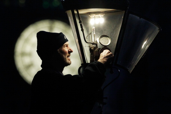 Electric Lamp「Martin Caulfield Services Some Of The Last Remaining Gas Street Lamps In The Capital」:写真・画像(1)[壁紙.com]
