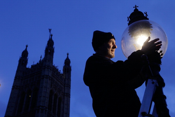 Electric Lamp「Martin Caulfield Services Some Of The Last Remaining Gas Street Lamps In The Capital」:写真・画像(4)[壁紙.com]