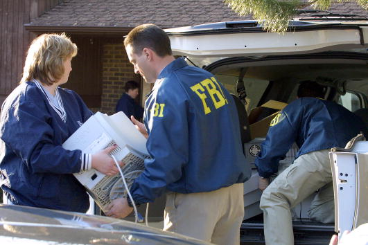 Dresser「An FBI agent has been charged with spying for Moscow for more than 15 years」:写真・画像(11)[壁紙.com]