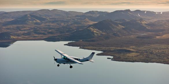 Propeller Airplane「Cessna in flight」:スマホ壁紙(6)