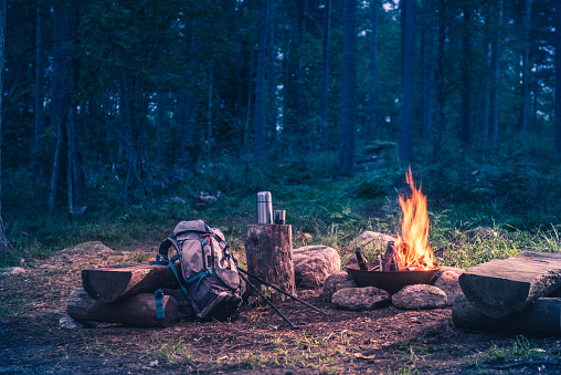 Backpacker「Holiday destination in a forest trip by the fire」:スマホ壁紙(3)