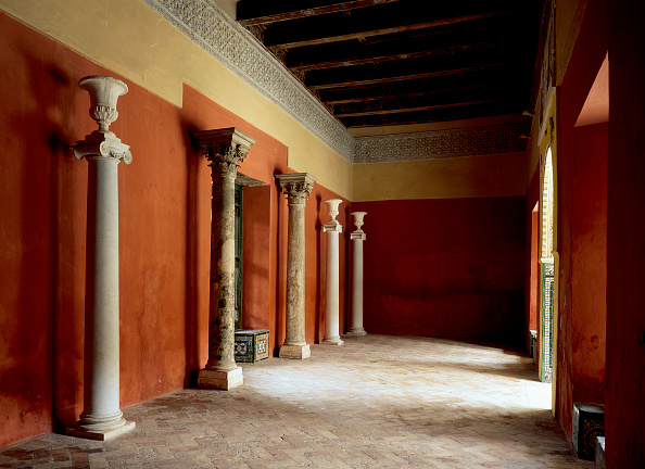 Tiled Floor「Walkway with pillars and painted wall」:写真・画像(10)[壁紙.com]