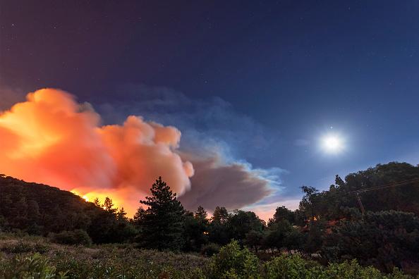 San Bernardino National Forest「Apple Fire In Southern California Forces Evacuations」:写真・画像(1)[壁紙.com]