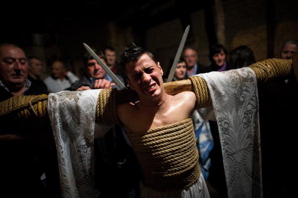 David Ramos「Penitents Celebrate Holy Week In Valverde De La Vera On Jueves Santo」:写真・画像(6)[壁紙.com]
