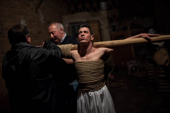 David Ramos「Penitents Celebrate Holy Week In Valverde De La Vera On Jueves Santo」:写真・画像(5)[壁紙.com]