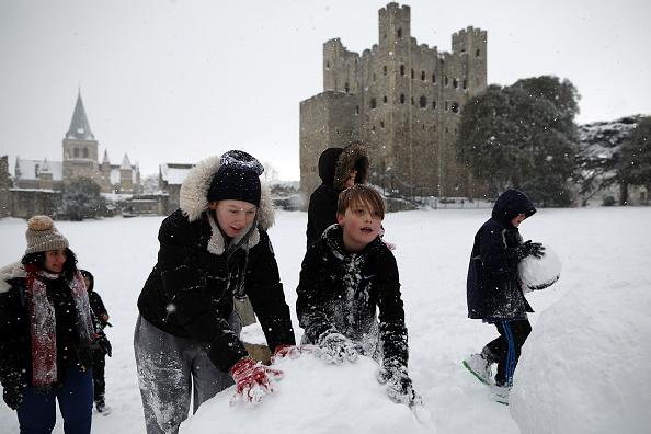 雪だるま「Cold Weather Front From Russia Brings Snow Across The UK」:写真・画像(14)[壁紙.com]
