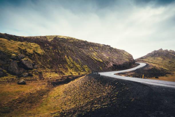 Winding  Road In Iceland:スマホ壁紙(壁紙.com)