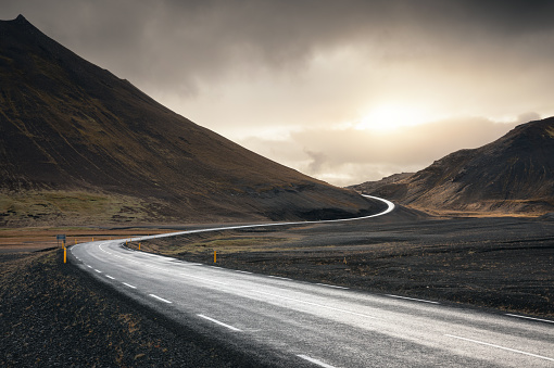 Dividing Line - Road Marking「Winding Road In Iceland」:スマホ壁紙(19)