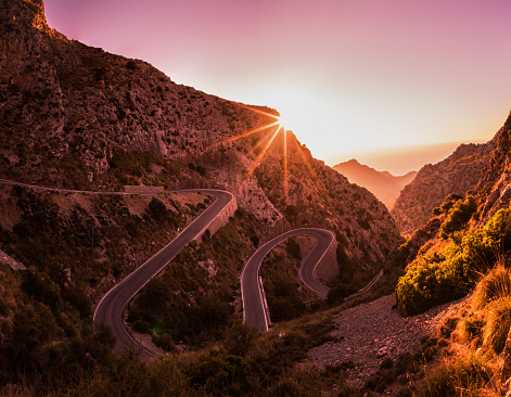 Hairpin Curve「Winding road in mountains of Mallorca.」:スマホ壁紙(9)