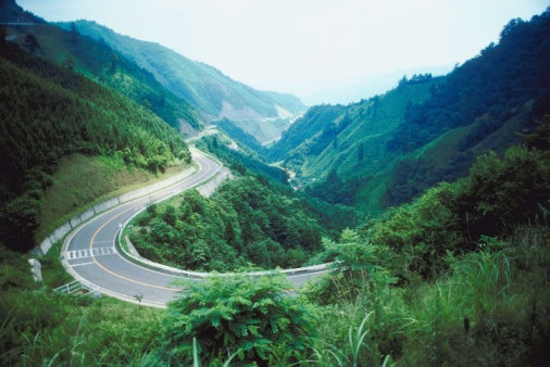 Japan「Winding road in a mountainous valley」:スマホ壁紙(17)