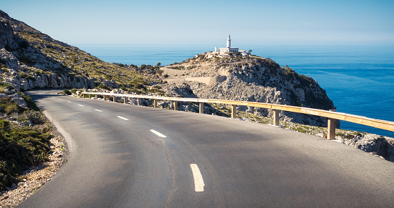 Empty Road「Winding road to Cap Formentor Lighthouse」:スマホ壁紙(13)