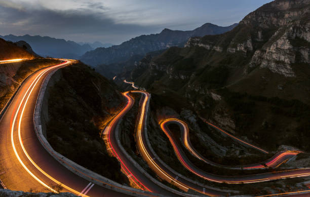 Winding road with hairpin bends up the at dusk with traffic lights:スマホ壁紙(壁紙.com)