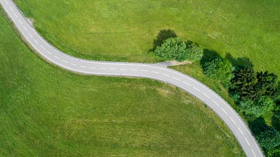 Dirt Road「Winding road and car」:スマホ壁紙(19)