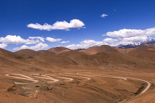 Himalayas「Winding road, Countryside view of Tibet Plateau, Tibet Autonomous Region, China」:スマホ壁紙(1)