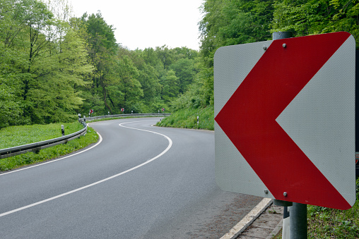 Winding Road「Winding road with road sign through forest.」:スマホ壁紙(11)