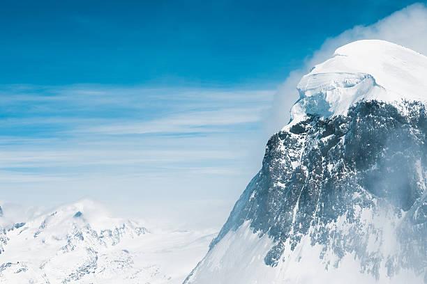 Snow at mountain peaks:スマホ壁紙(壁紙.com)