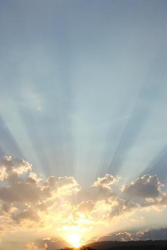 雲「日の出」:スマホ壁紙(17)