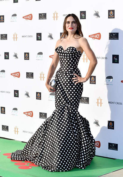 "Two-Toned Dress「""Break"" Drive-In World Premiere - Red Carpet Arrivals」:写真・画像(0)[壁紙.com]"